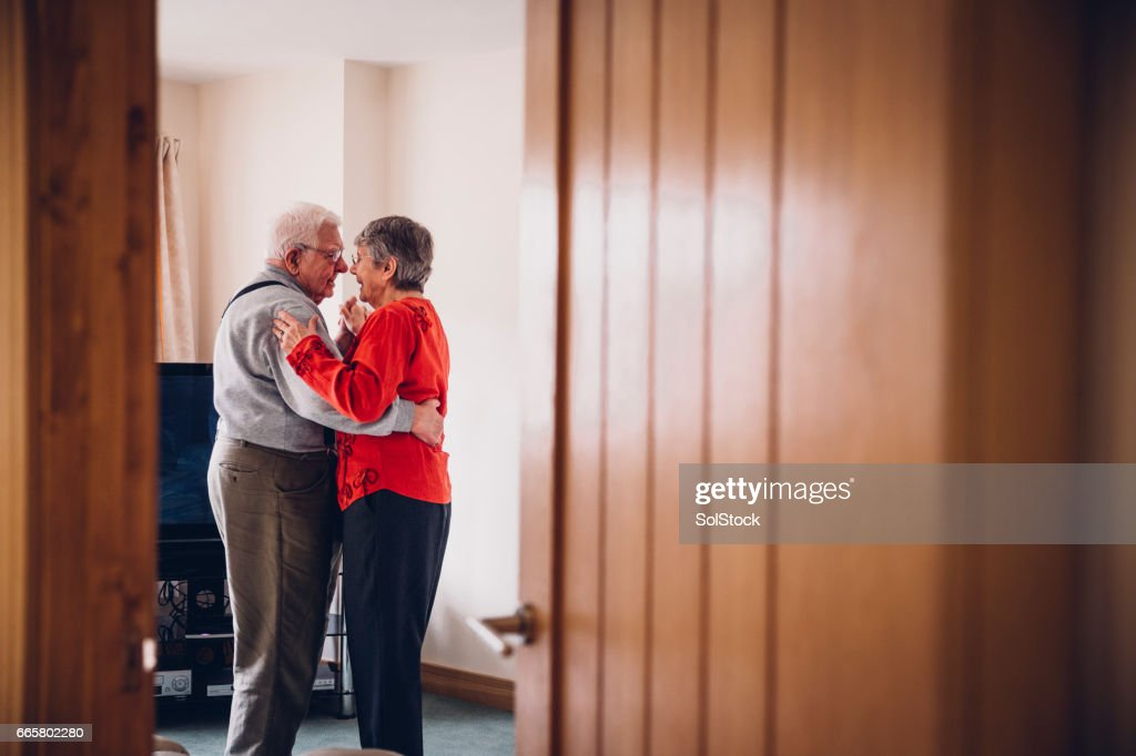 Senior Tenderness as they Dance in their Home : Stock Photo