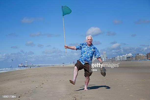 Senior touristique sur la plage