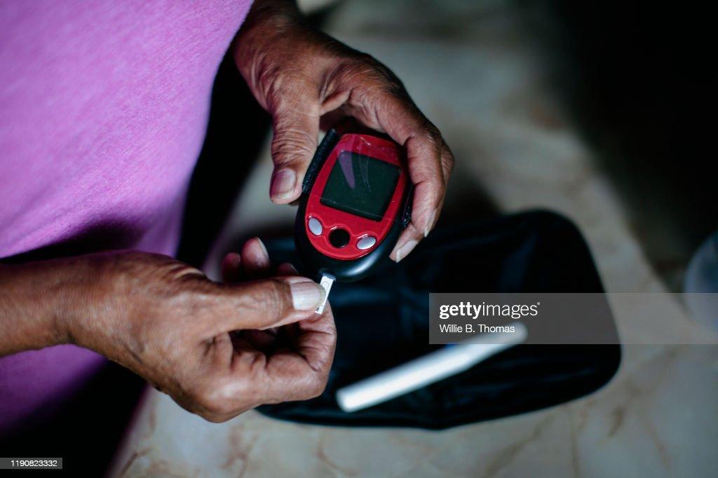 Senior using diabetes home test kit : Stock Photo