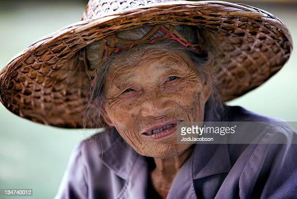 Vendeur senior femme thaïlandaise