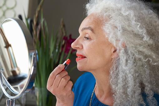 senior woman applying makeup - gettyimageskorea