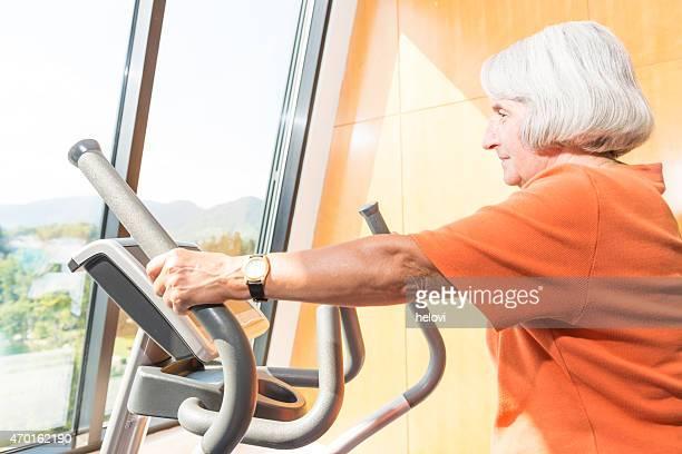 年配の女性のフィットネス