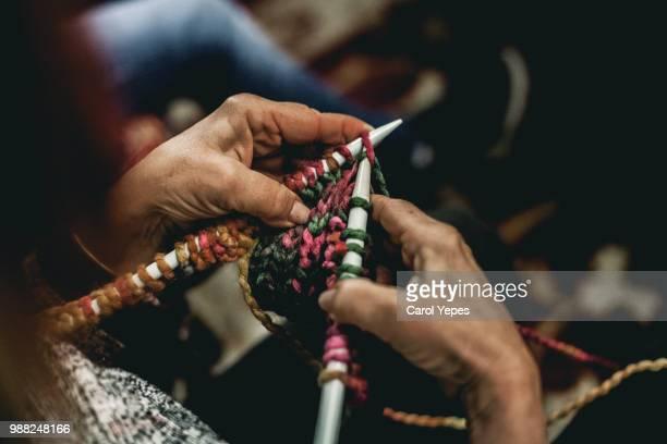 senior woman hands knitting - stricken stock-fotos und bilder