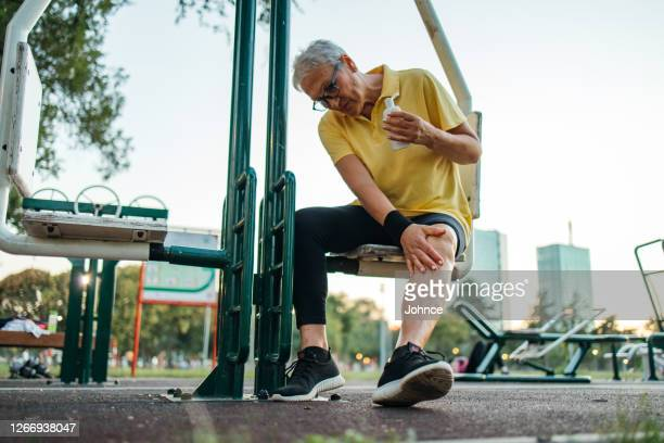 senior woman having knee pain - tendon stock pictures, royalty-free photos & images