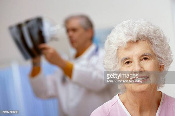 senior woman in hospital - dr dee stock pictures, royalty-free photos & images