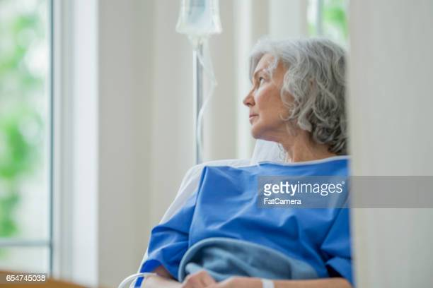 Ältere Frau im Krankenhaus