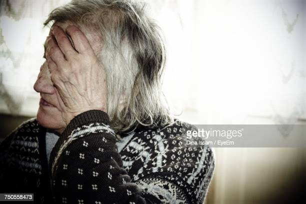 senior woman indoors - medical condition stock pictures, royalty-free photos & images
