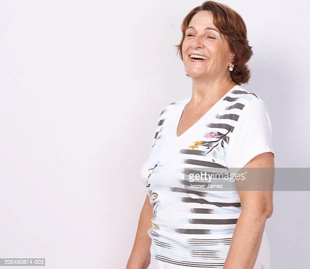 senior woman laughing - só uma mulher idosa imagens e fotografias de stock
