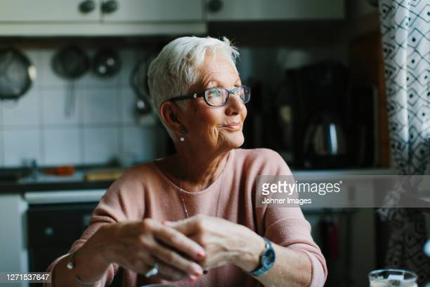 senior woman looking away - shorthair stock pictures, royalty-free photos & images
