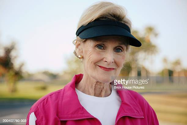 senior woman, portrait, close-up - chándal fotografías e imágenes de stock
