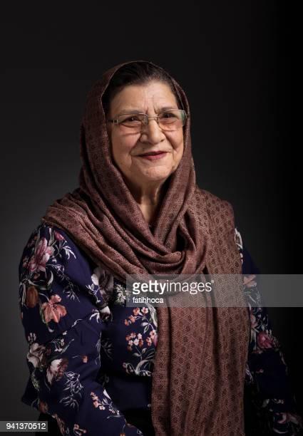 高齢者の女性のポートレート - イラン文化 ストックフォトと画像