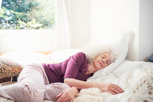 senior woman sleeping on bed - gettyimageskorea