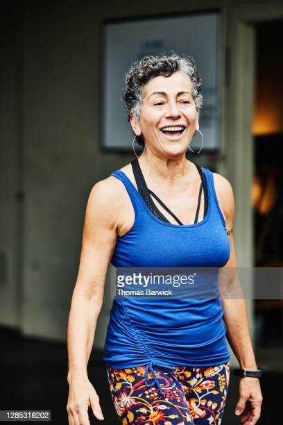 senior woman smiling after workout at outdoor gym - disruptaging foto e immagini stock