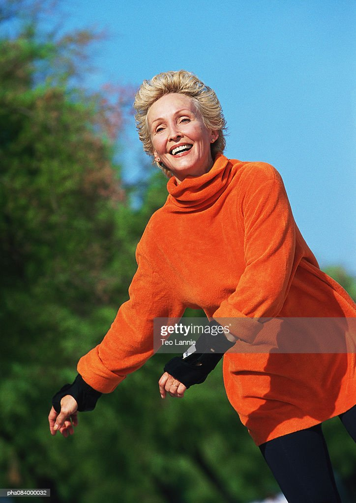 Senior woman smiling, in line skating. : Stockfoto