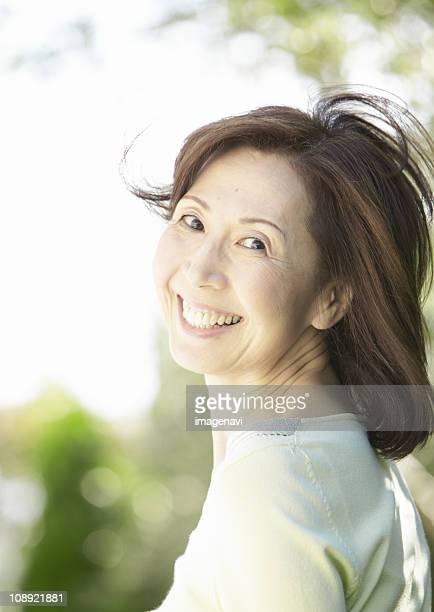 senior woman smiling - 気が若い ストックフォトと画像