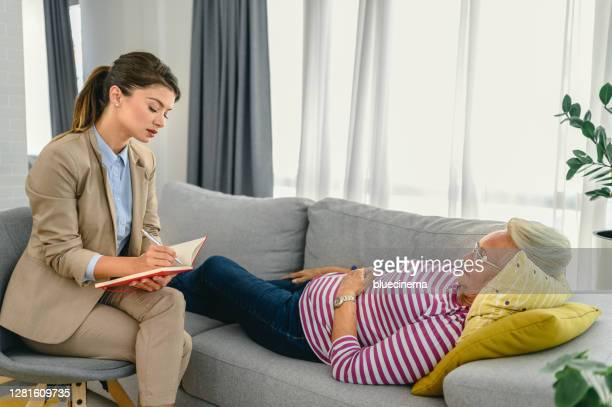 senior woman talks with therapist - psychiatrist's couch stock pictures, royalty-free photos & images
