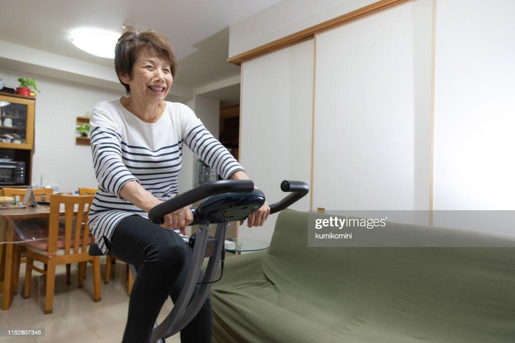 Senior woman training at home : Stock Photo