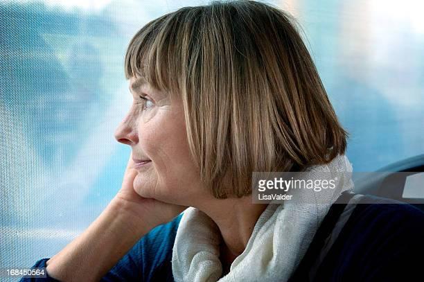 Femme âgée voyage