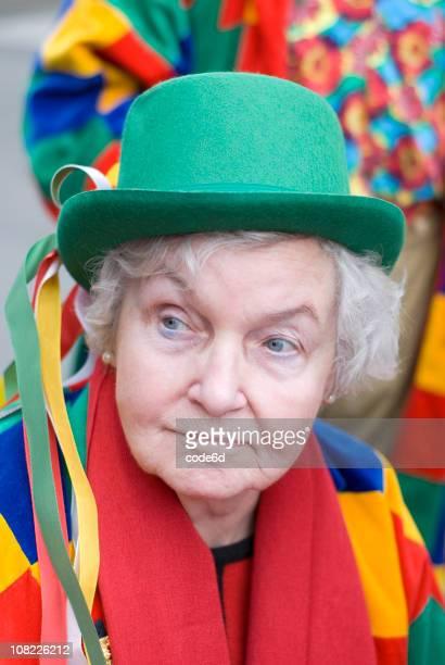 sênior mulher usando colorida fantasia de carnaval - colônia renânia - fotografias e filmes do acervo