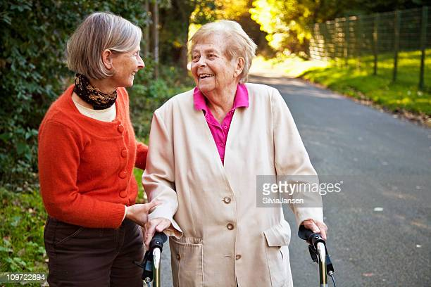 Femme senior avec fille d'âge mûr