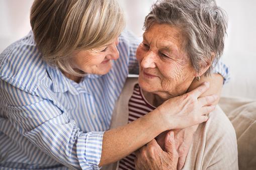 Senior women at home. 915195328