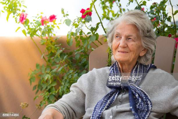 senior women smiling, outdoors - dementia stock pictures, royalty-free photos & images