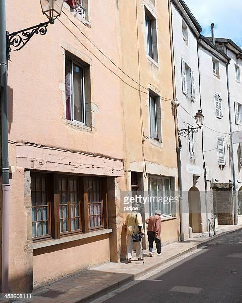 senior women walking in the old town of nice france - nice frankrijk stockfoto's en -beelden