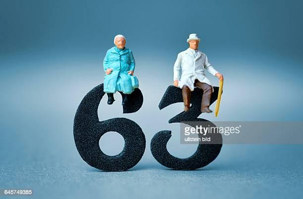 Seniorenpaar auf der Zahl 63 Symbolfoto Rente mit 63 Jahren