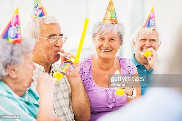 Senioren feiern Geburtstag.