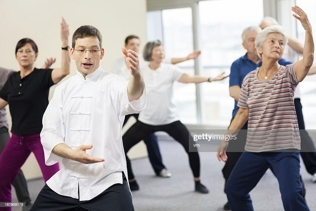 Senioren, die Tai-Chi-Übungen : Stock-Foto