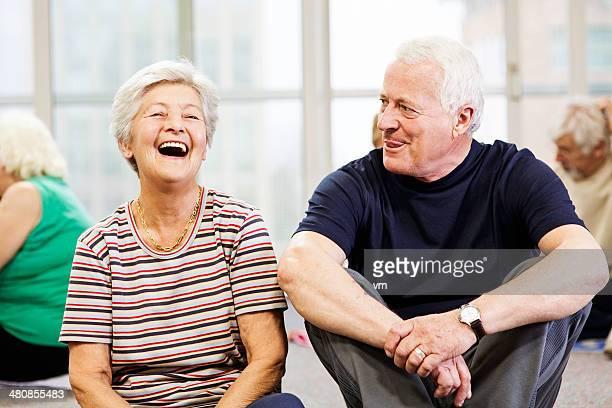 Anziani chiacchierando nella Community Centre