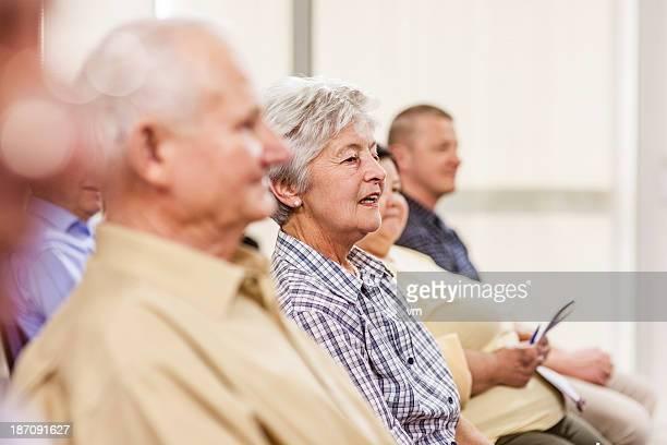 Seniors en el centro de la comunidad de