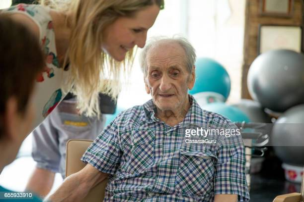 seniors in the retirement community have physical therapy - retirement community stock pictures, royalty-free photos & images