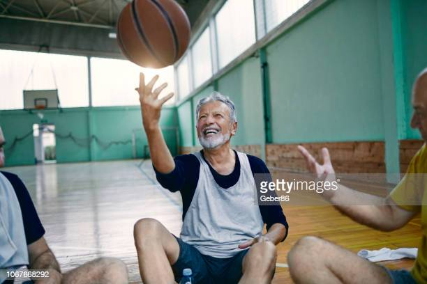 seniors relaxing - 60 64 years stock pictures, royalty-free photos & images