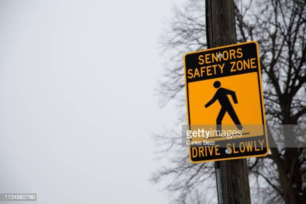 73点のsafety Zone Signsのストックフォト Getty Images