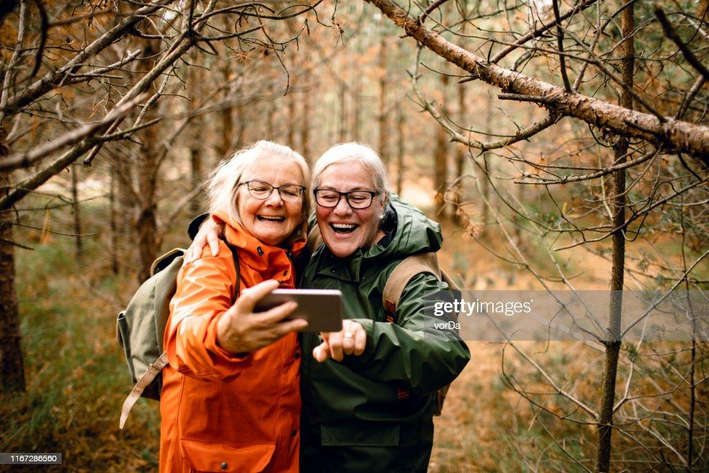 Senioren die een Selfie maken : Stockfoto