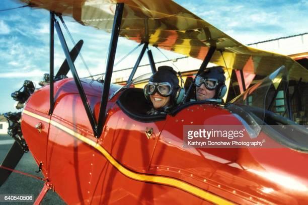 seniors taking on the world- brief code #694914105 - doppeldecker flugzeug stock-fotos und bilder