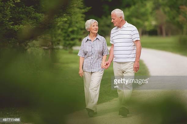 Senioren gehen zusammen
