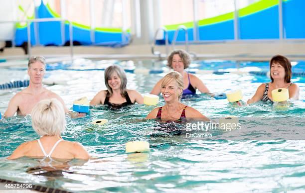 Anziani acqua aerobica