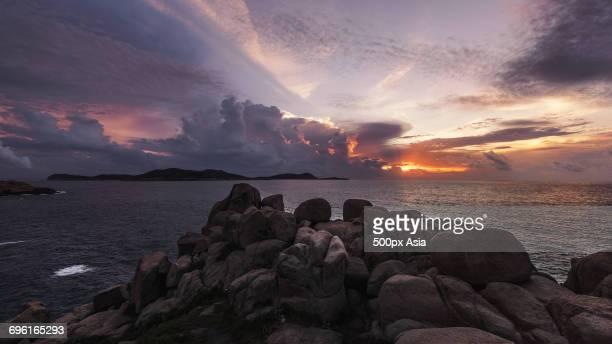 senkaku islands at cloudy dusk - 尖閣諸島 ストックフォトと画像