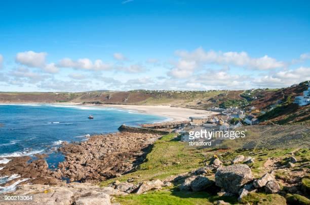 sennen beach in cornovaglia, inghilterra - baia foto e immagini stock
