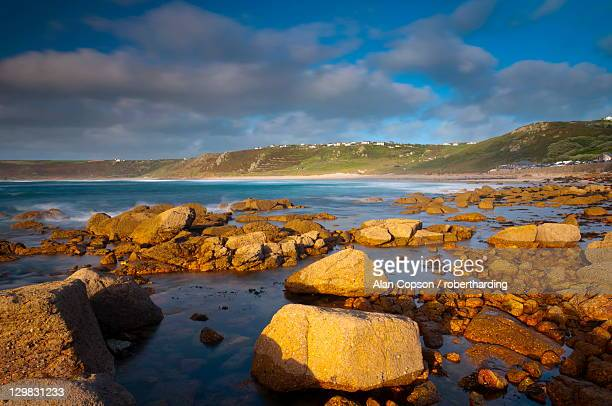 sennen cove, whitesand bay, cornwall, england, united kingdom, europe - alan copson stock pictures, royalty-free photos & images
