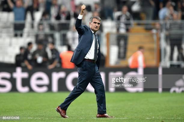 Senol Gunes Manager of Besiktas salutes the crowd after the UEFA Champions League Group G match between Besiktas and RB Leipzig at Besiktas Park on...