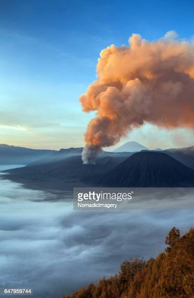 sensational erupting volcano and landscape of mount bromo - volcanic activity stock pictures, royalty-free photos & images