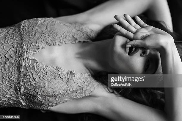 sensual black-and-white photograph of a woman - erotiek stockfoto's en -beelden