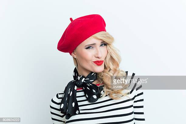 sensual blonde french woman wearing red beret - franse cultuur stockfoto's en -beelden