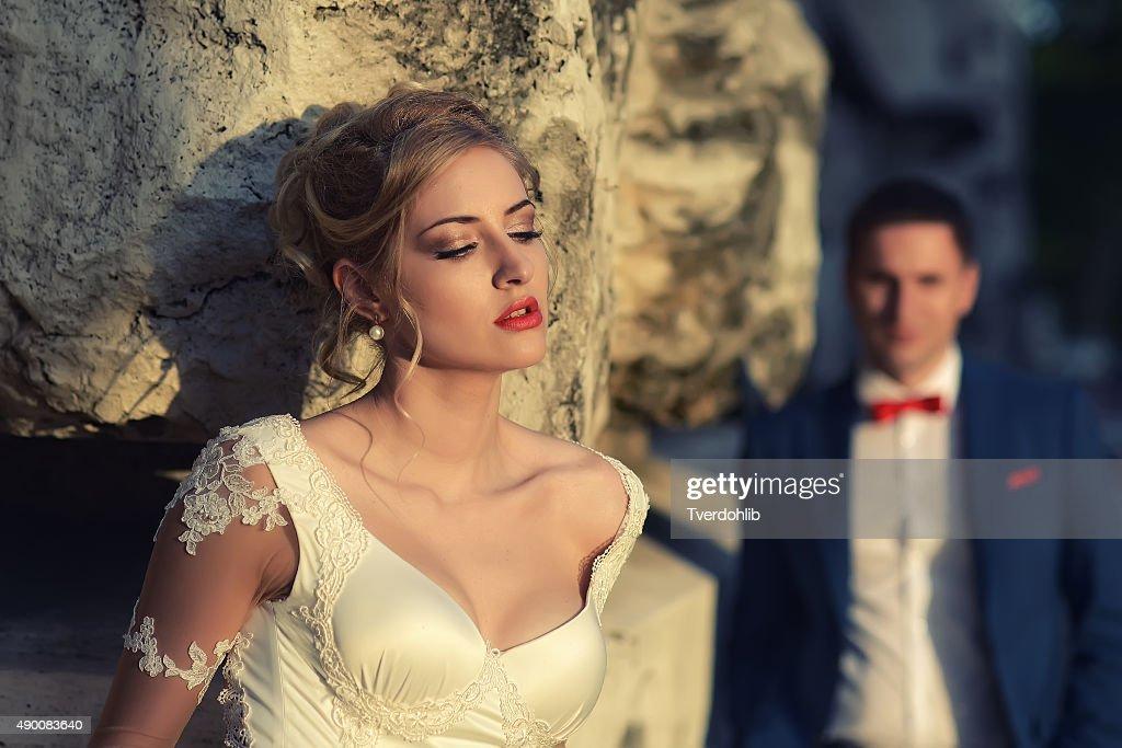 官能的な花嫁と男性 : ストックフォト
