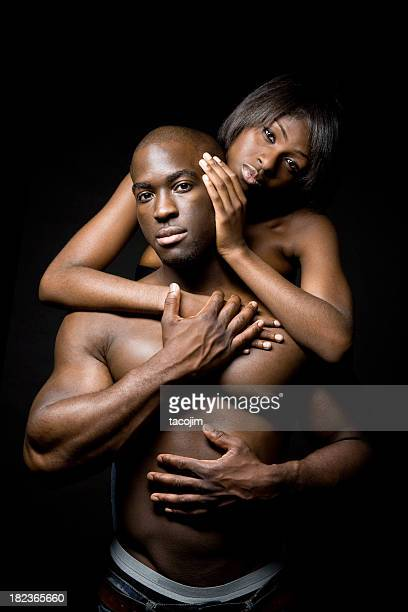pareja sensual - chica adulta negra espalda desnuda fotografías e imágenes de stock