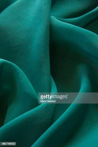sensual folds of green fabric - material têxtil - fotografias e filmes do acervo