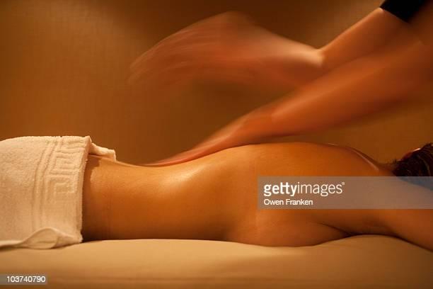 sensual massage - erotische massage stockfoto's en -beelden